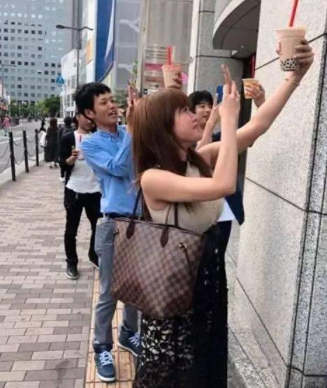 新婚人妻被老头�yin_今夏日本最 in 的时尚单品没错了.