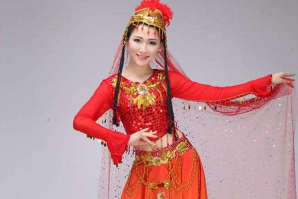 <b>维吾尔族美女能与汉族小伙通婚吗?当地美女说出实话</b>