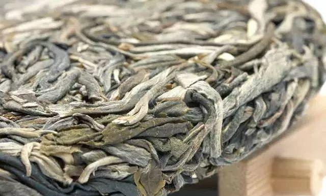 普洱茶的生茶和熟茶哪个更适合你?
