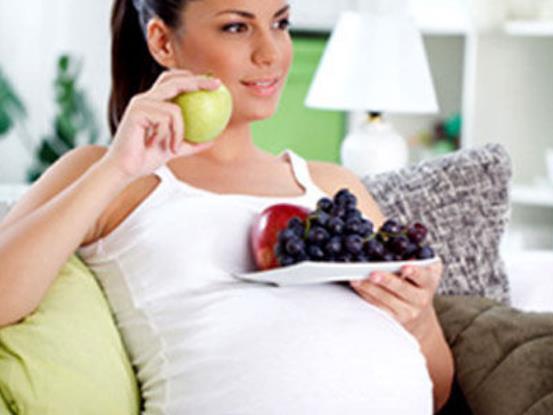 香香甜甜的桃子会让孕妈妈滑胎?孕妈妈吃水果究竟有没有禁忌?