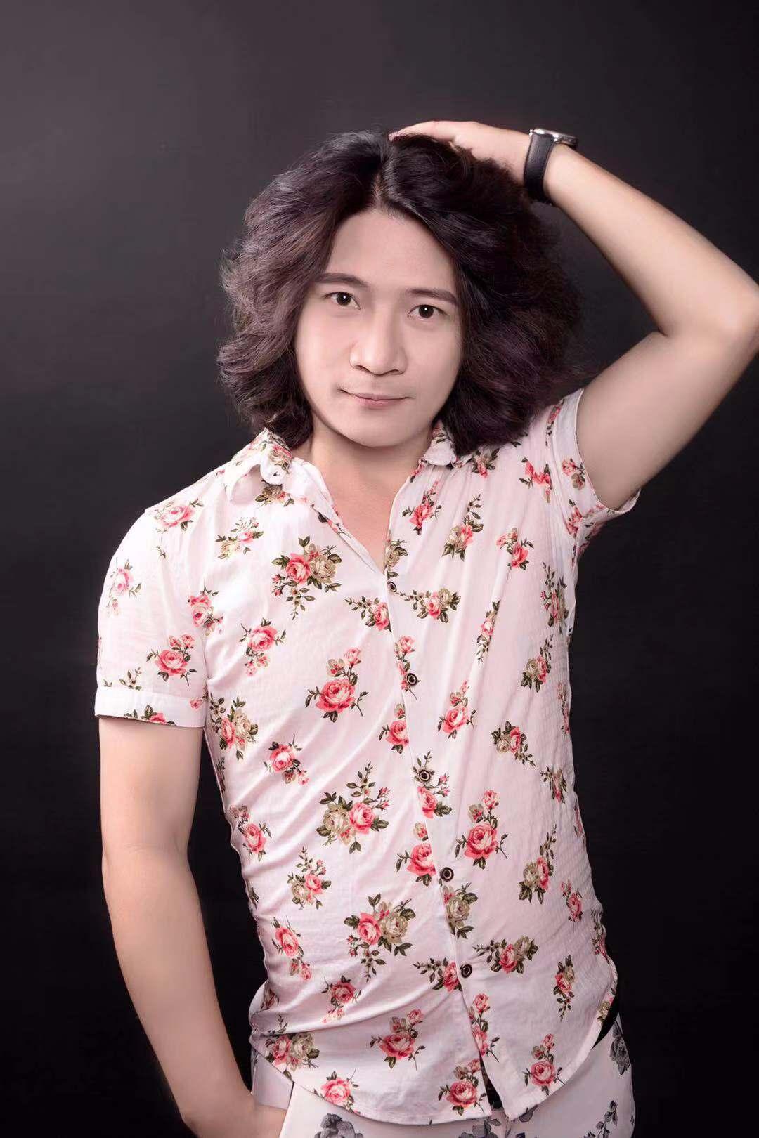 导演、歌手肖昂发表最新单曲《谁会在乎我》