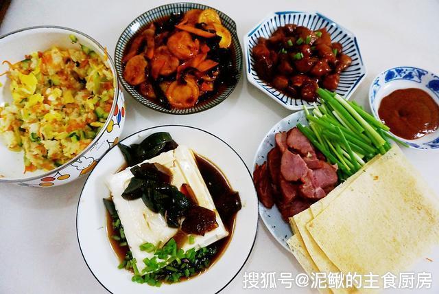 一家三口的晚饭,有菜有肉4道菜,营养丰富,好吃不贵,家人大爱