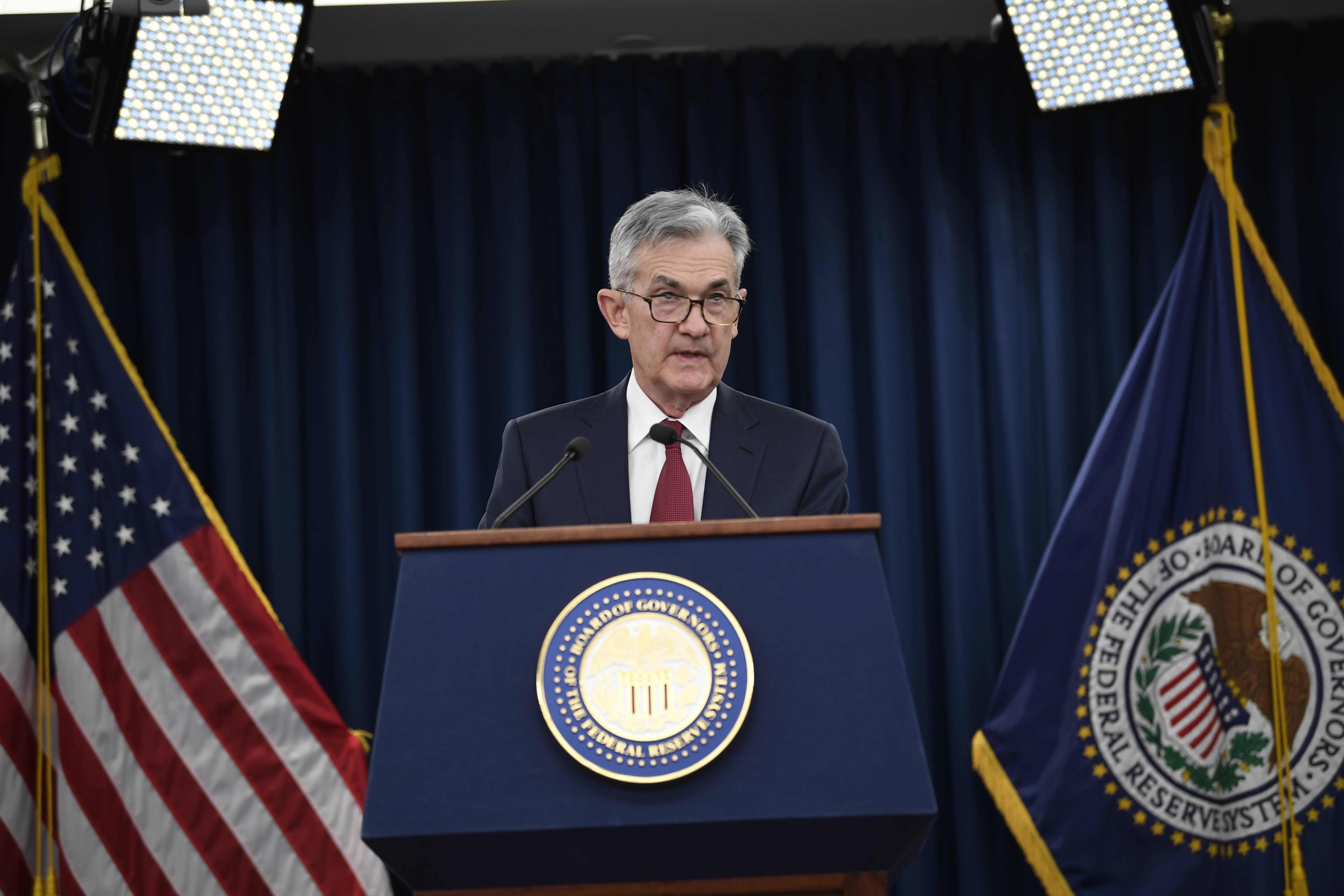 """著名经济学家宋清辉在接受扬子晚报记者采访时说,预计全球降息潮很快会到来。由于我国目前的利率水平是合适的,可以说接近""""黄金水平"""",我国央行可能不会立即跟进。"""