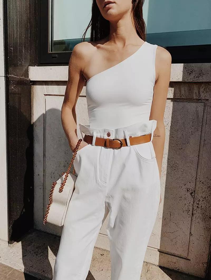 小白裤搭配凉拖,简约让自己美的更轻松!