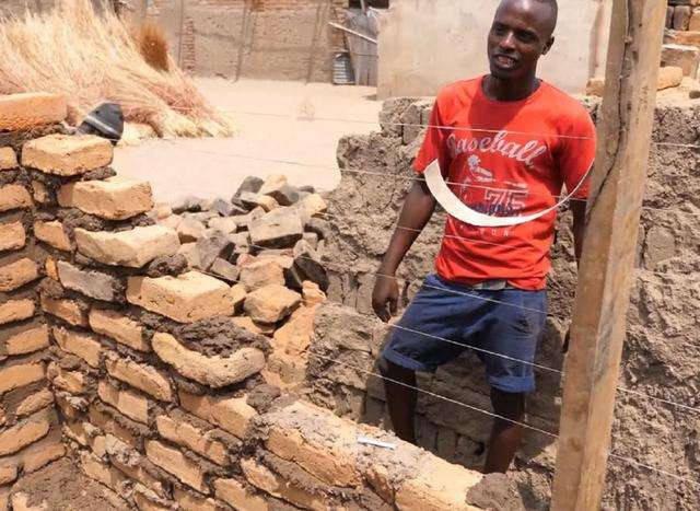 为啥非洲发展那么慢? 网友: 看完非洲砌墙, 我总算明白了