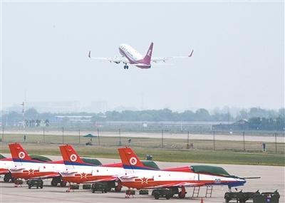 <b>空军开放近60个机场实行军民合用</b>