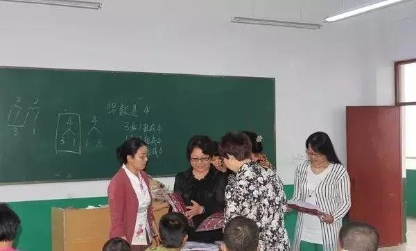 """【好人365】陈宝霞 10年资助6名孤儿 被称""""陈妈妈"""""""