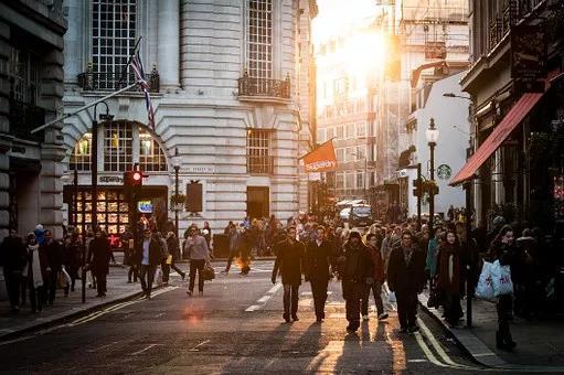 <b>《2019海外留学生优秀人才需求报告》重磅发布!出国留学值得吗?</b>