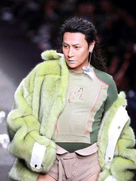 陈志朋新造型,霸气表示,不喜欢可以不看,请闭嘴 作者: 来源:猫眼娱乐V
