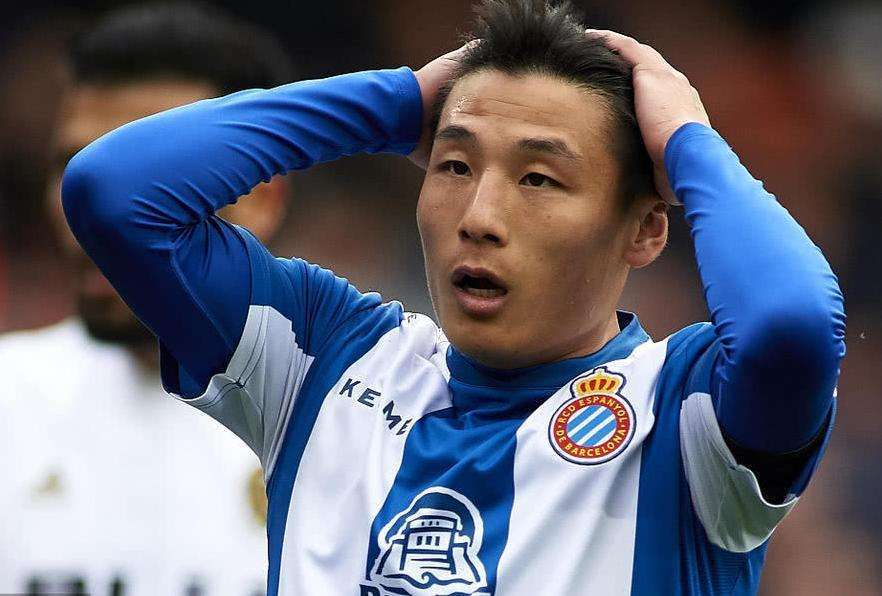 <b>热议西班牙人欧联晋级:队友就是不传球?21打1,武磊太难了</b>