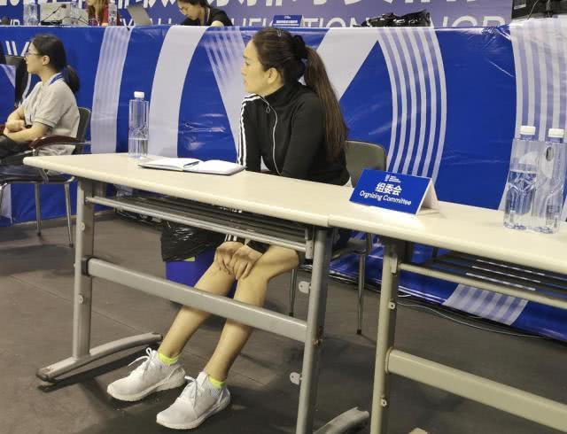 太阳娱乐城巩俐郎平罕见同框影后在金牌教练面前似小学生不断拿本做笔记