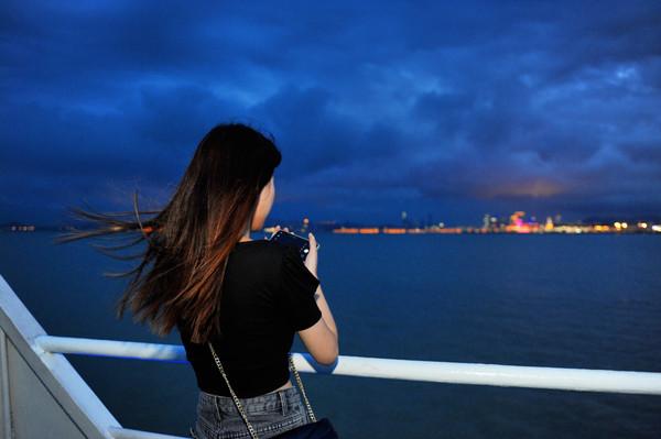 珠澳海�骋褂危�看遍左手澳�T右手珠海的繁�A