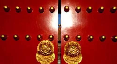 紫禁城大门上密密麻麻的圆钉子有什么用?单身女性不要随便乱摸