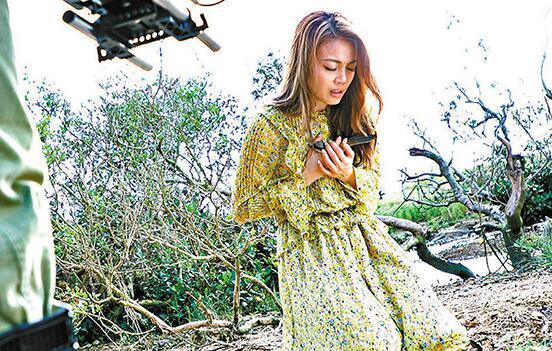 <b>容祖儿拍MV崩溃爆哭 好友彭秀慧做导演竟只给打80分?</b>