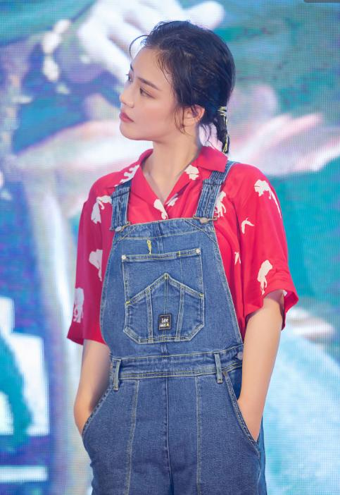"""<b>林允也是个""""心机女"""",腿部绑带让大长腿成焦点,韩国女团既视感</b>"""
