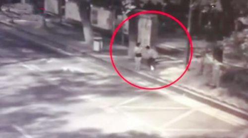 <b>长沙警方再报女子深夜等车被捅:嫌犯无业,酒后心中压抑行凶</b>