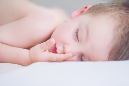 宝宝睡得少对大脑发育不好吗?听听儿