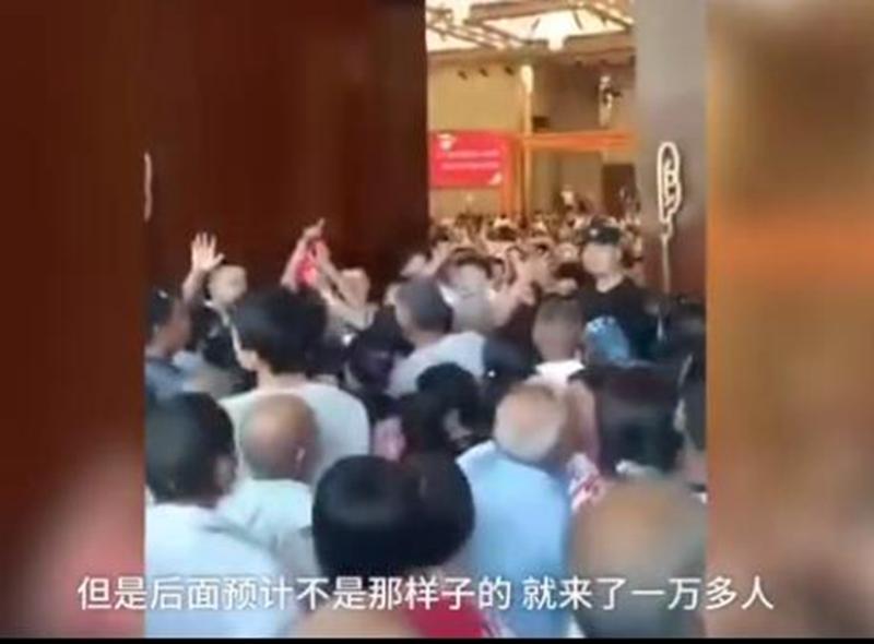 杨八里:免费晚餐引来万人被迫取消,就差一顿饭?