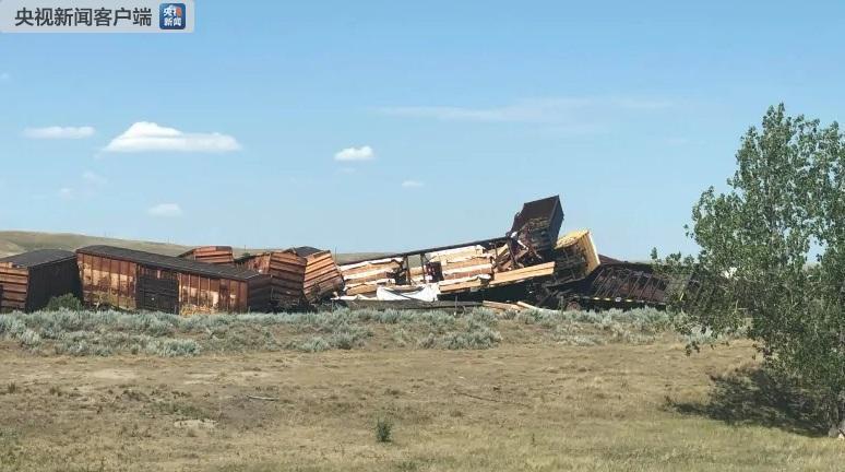 加拿大货运列车脱轨造成化学物质泄漏