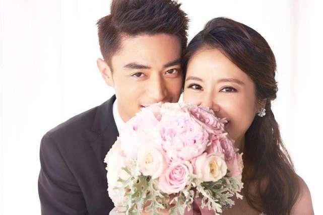 林心如霍建华穿情侣装同框秀恩爱,夫妻二人甜蜜相拥脸上写满幸福