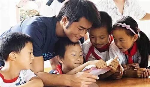 刘欢捐50万,成龙捐千万,他身价15亿只捐1分钱,网友:该查