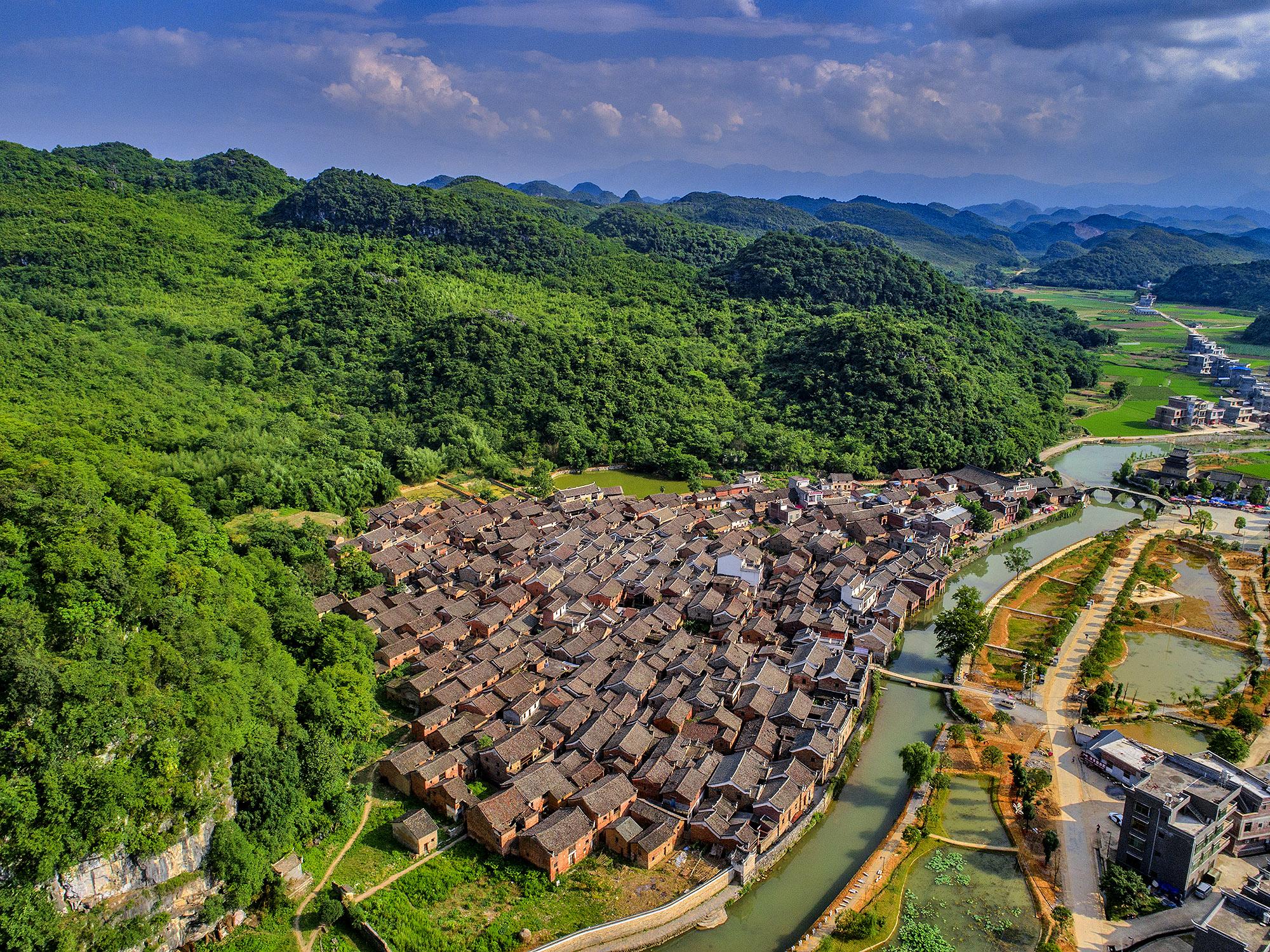 原创             湖南唯一宋代古桥坍塌一半不维修的奥秘,村民说掉一块石板村里就有人做官