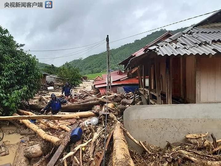 洪水袭击越南清化省部分地区 已致1死3伤10人失踪