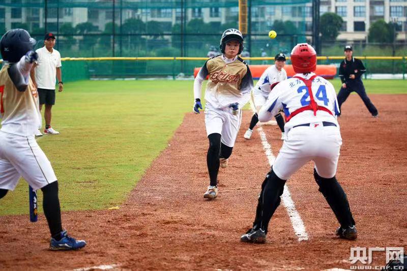 第十五届中国大学生棒垒球联赛总决赛在中山开幕_运动崔佛潜水艇图片