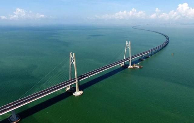 世界上最刺激的大桥,车开到一半桥断了,老司机都不敢轻易前往