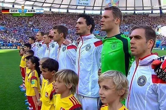 不会唱国歌的国家队,还是国家队吗?_归化