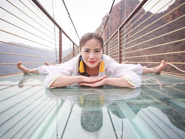"""华南最惊险的玻璃桥,网友却说:怎么瞅着像""""马桶""""?"""
