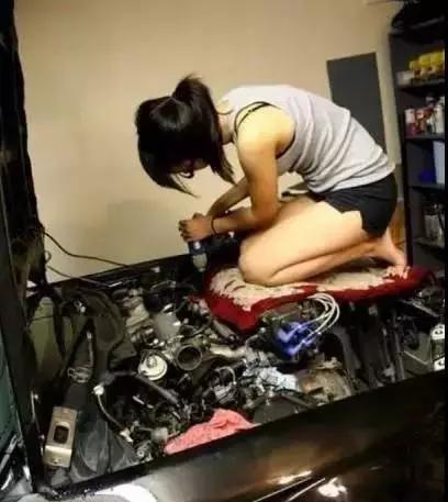 搞笑GIF图:我发现修车其实是一件很靠谱的事情!