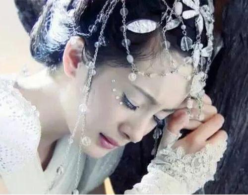 女星古装剧中的睡姿,杨幂唐嫣刘诗诗赵丽颖刘亦菲热巴谁是睡美人