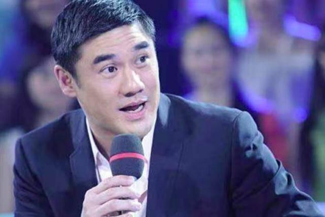 52岁前央视主持吴大维自曝去年结婚, 妻子相貌清秀个性强