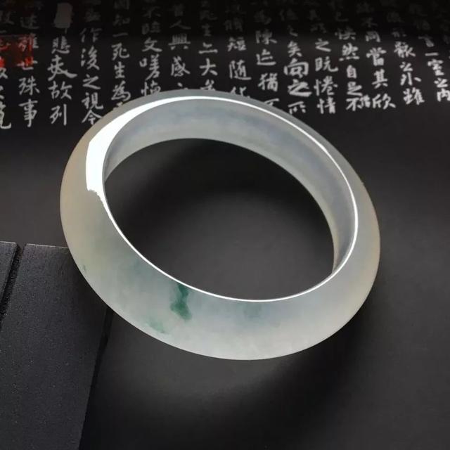 在翡翠玉石加工为成品的过程中,抛光的作用到底是什么?