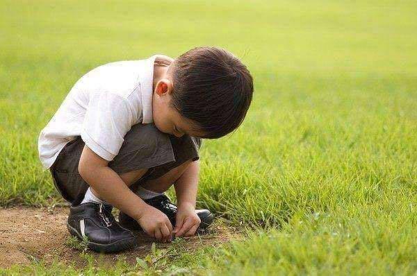 如果孩子有五种表现,暗示内心已经很自卑,家长要及时引导