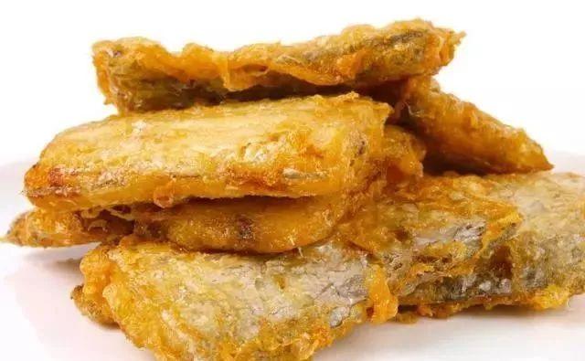 煎带鱼,万万别裹淀粉了,用它上浆,肉嫩不破皮、不腥还不粘锅!