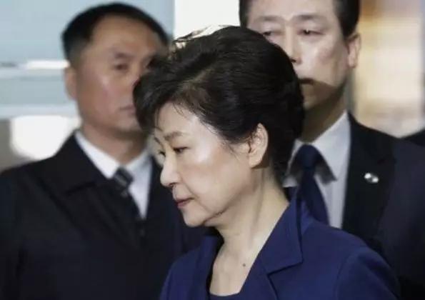"""朴槿惠就是个""""灾星"""",与她先关的人都走了""""霉运"""",就只有黄教安例外"""