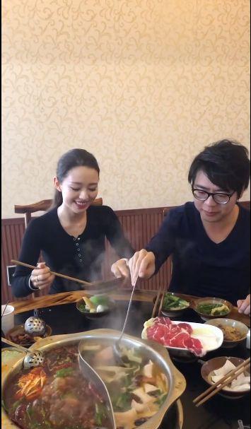 郎朗晒贴心为老婆夹菜的视频,疑回应机场不帮