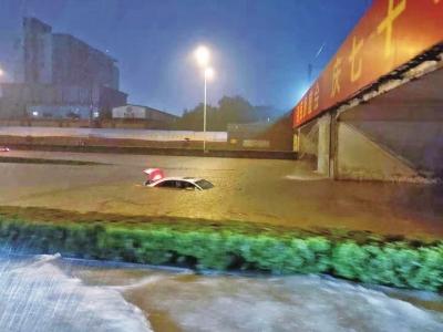 <b>短短3小时郑州降雨量突破100毫米 大部分区域达到大暴雨级别</b>