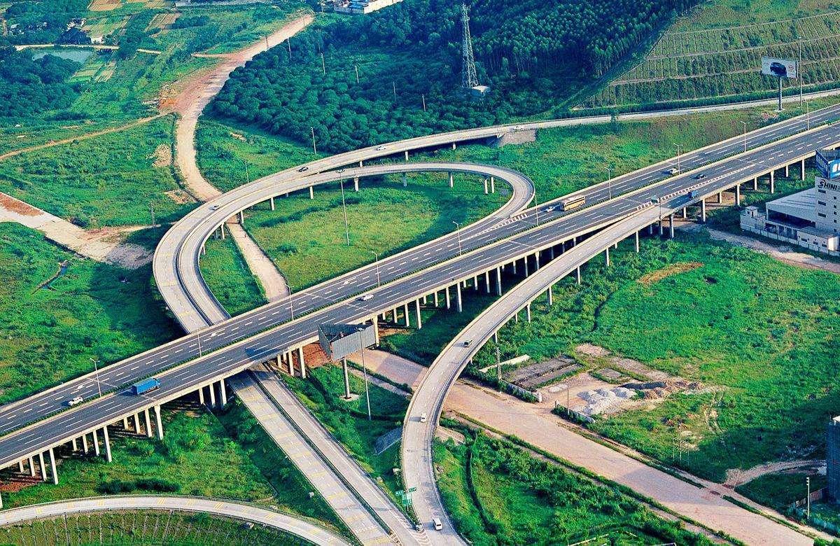 河南将建的一条高速公路,长约172公里,投资约156亿,双向4车道
