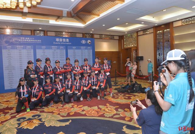 首批世警会运动员抵蓉:第一次来中国,有朋友在成都