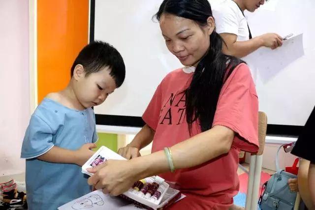贵州孕妇剖腹产下二胎宝宝,得知孩子性别和数量,夫妻两却哭了