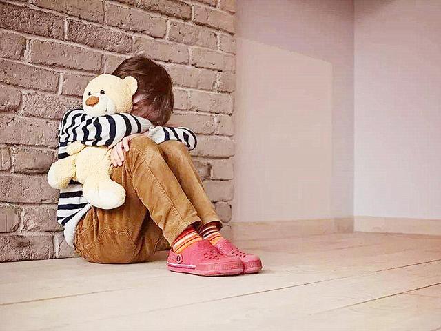 """<b>摸私处、夹腿,孩子看似""""暧昧""""的行为却含义复杂,家长需要注意</b>"""
