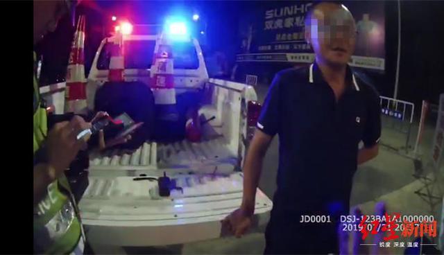 男子酒驾下恩广高速被逮 遭罚了12分驾照暂扣6个月