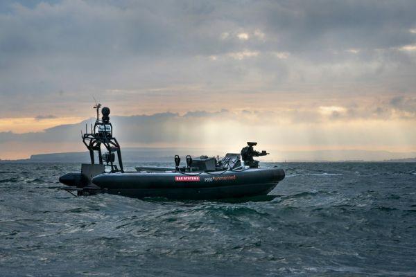 英军测试世界首艘无人作战艇