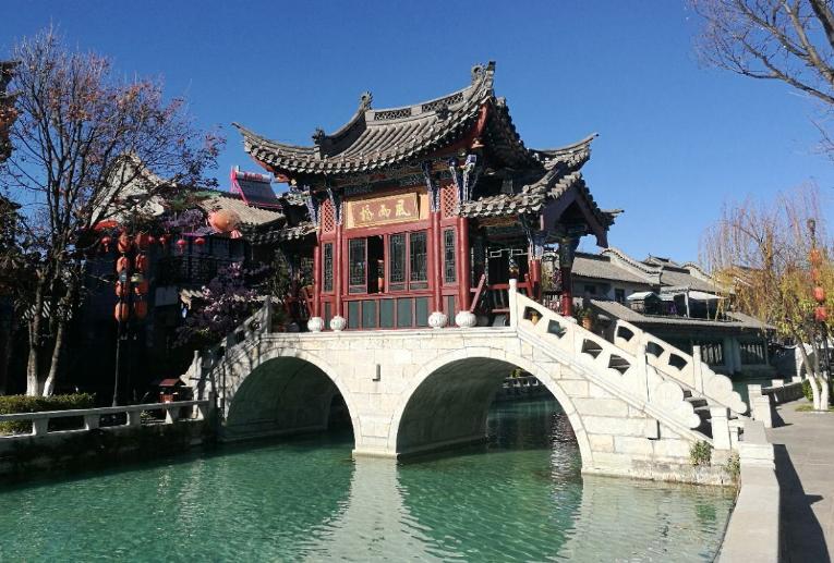 <b>中国最受争议的古镇景区,风景秀丽极具民族风情,竟然就在云南</b>