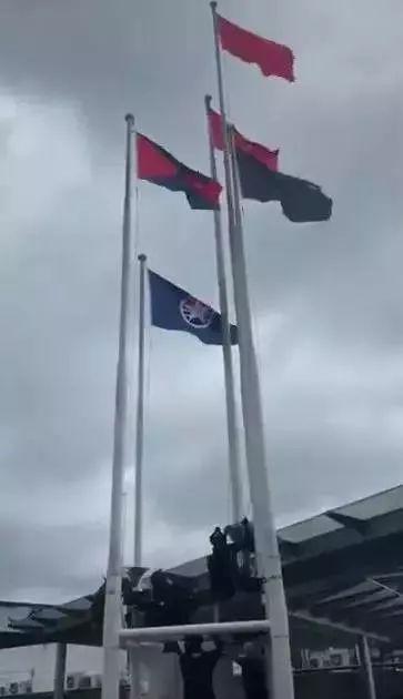 暴徒将国旗丢入海中,爱国爱港人士凌晨将国旗重新升起!
