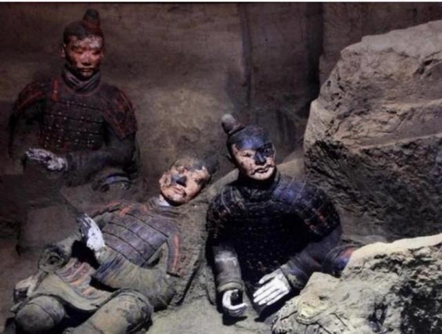 <b>兵马俑开掘之后,发生了一件怪事,考古学家决定不再开掘秦始皇陵</b>