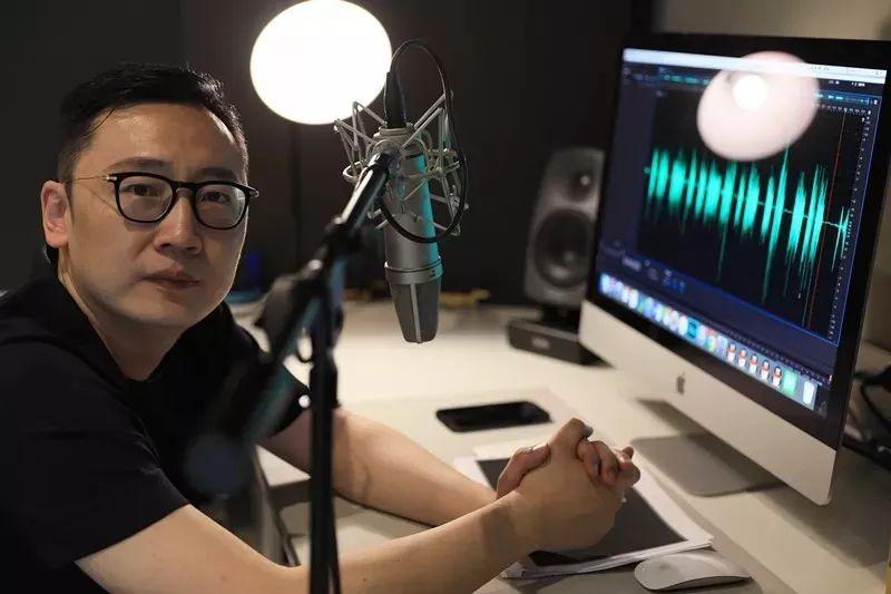 东方卫视、江苏卫视频道声音形象代言人殷瑜,他的声音有多特别?
